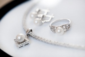 Ring and necklace with pearls and small diamonds
