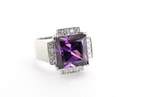 Silver amethyst ring with V-prongs