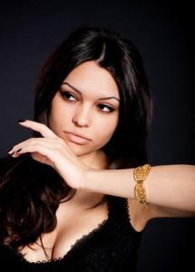 Woman wearing a gold bracelet