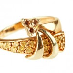 What Are the Best Colors to Wear with Your Gold Ring?