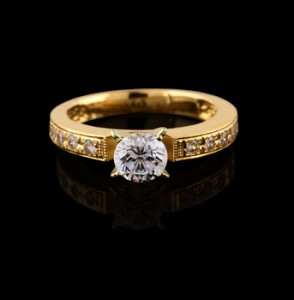 Gold ring with a brilliant