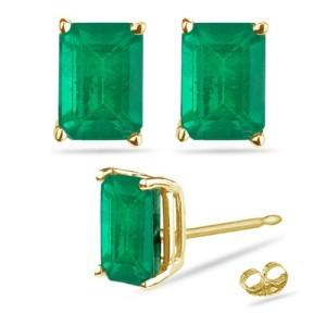 emerald-stud-earrings
