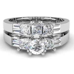 princess-cut-and-round-cut-diamond-ring-set